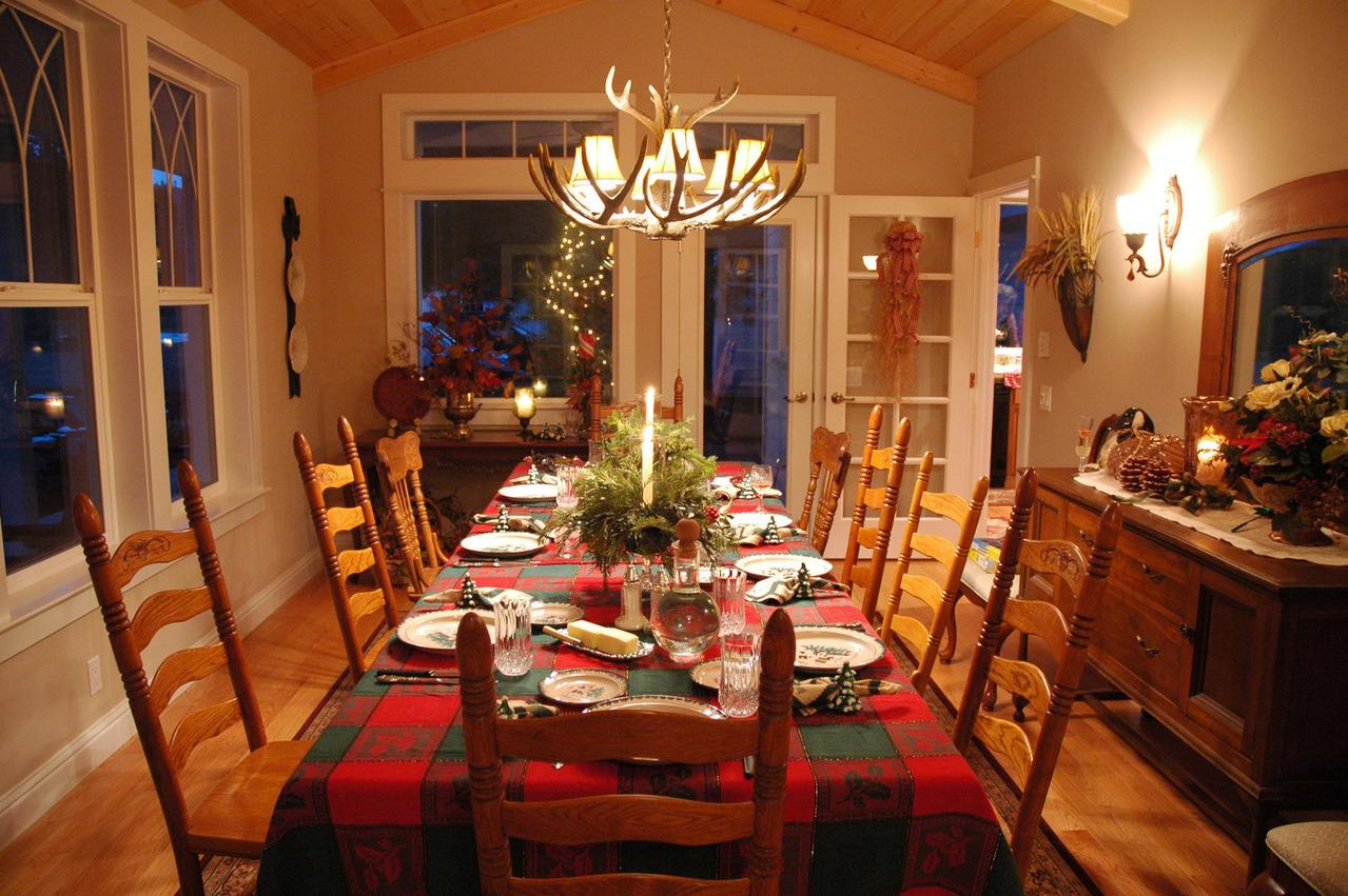 christmas-table-1559071-1279x850